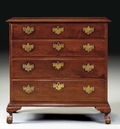 A CHIPPENDALE MAHOGANY CHEST-O