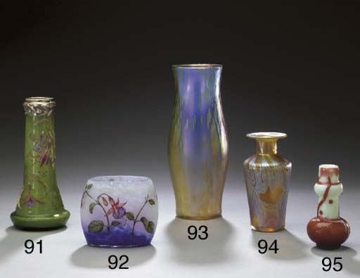 AN OVERLAID AND ETCHED GLASS VASE