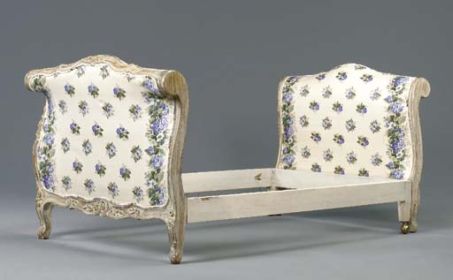A LOUIS XV WHITE-PAINTED LIT,