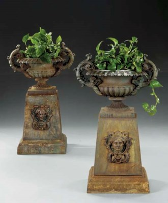 A pair of cast iron campana-fo