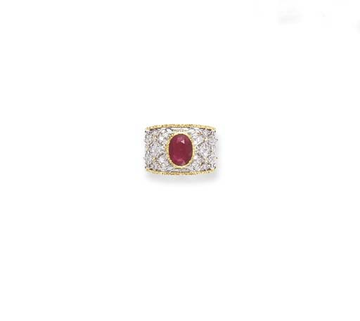 A RUBY AND BICOLORED GOLD RING