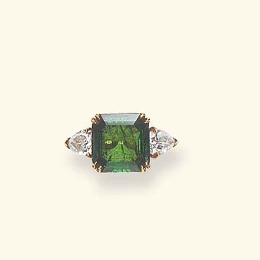 AN EMERALD RING, BY VAN CLEEF