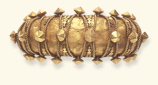 A GOLD CUFF BRACELET, BY EDMON