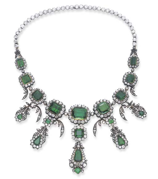 A MAGNIFICENT ANTIQUE DIAMOND AND EMERALD NECKLACE