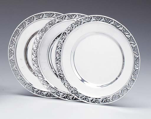 A SET OF TWELVE SIDE PLATES