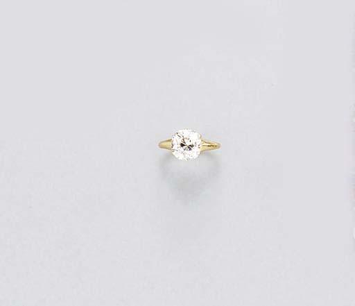 AN ANTIQUE SINGLE-STONE DIAMON
