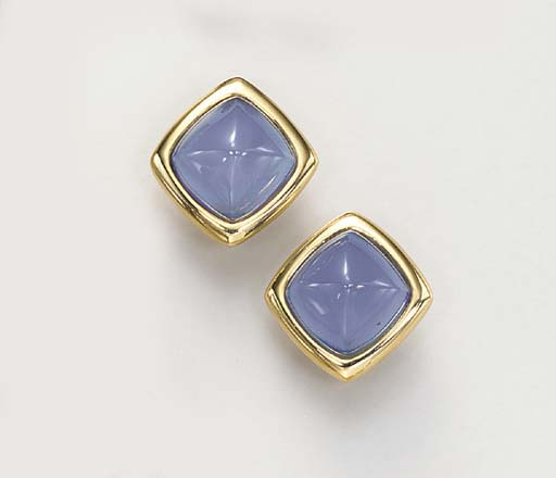 A PAIR OF CHALCEDONY AND GOLD