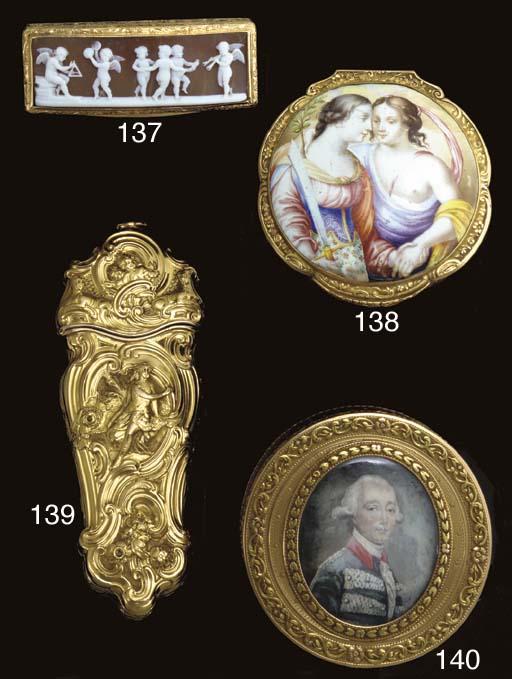 A GEORGE II GOLD ETUI
