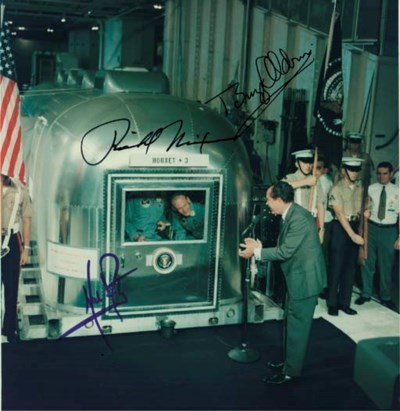NIXON, Richard M. Photograph s