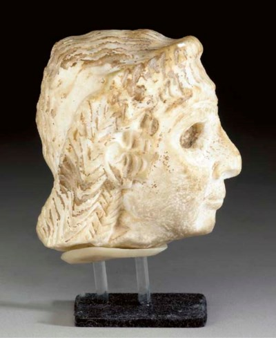 A SUMERIAN CALCITE HEAD OF A W