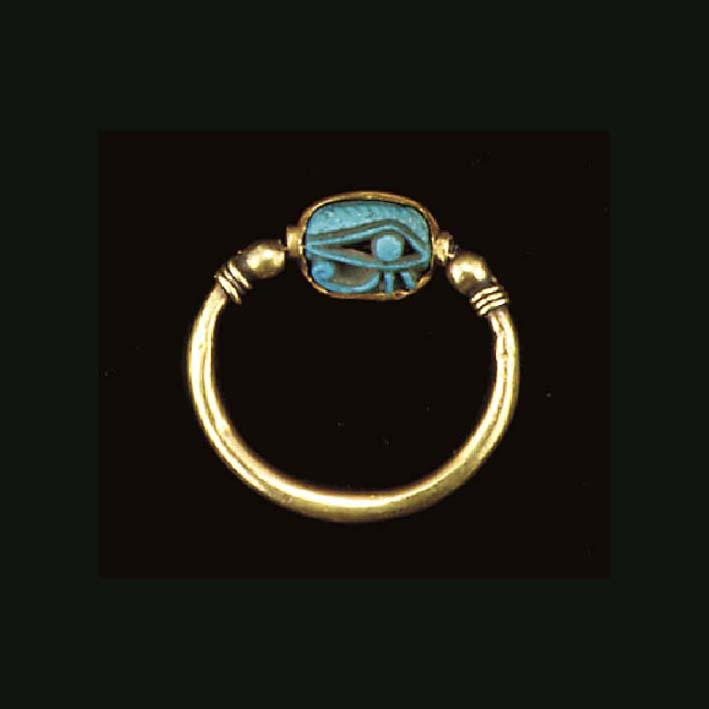 AN EGYPTIAN GOLD AND FAIENCE F