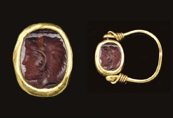 A GREEK GOLD AND CARNELIAN FIN