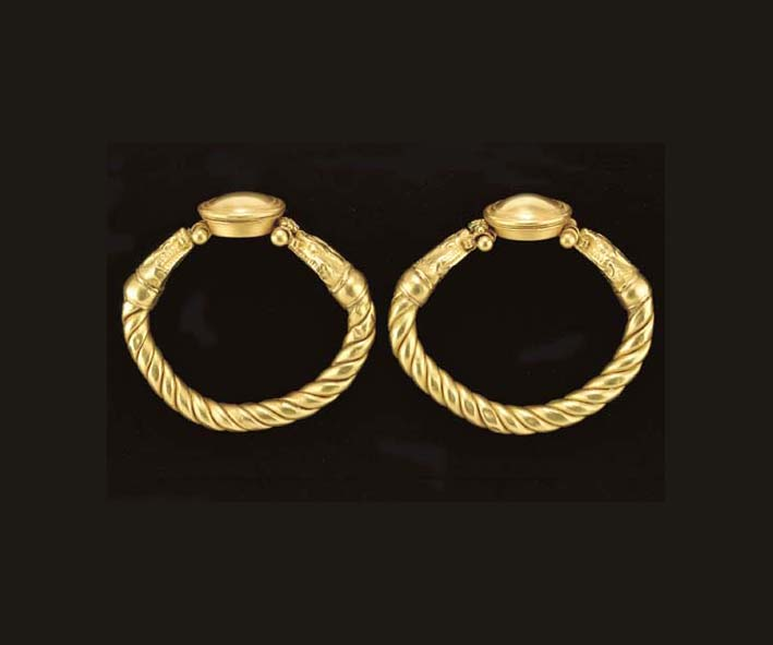 A PAIR OF ROMAN GOLD DOUBLE-SE