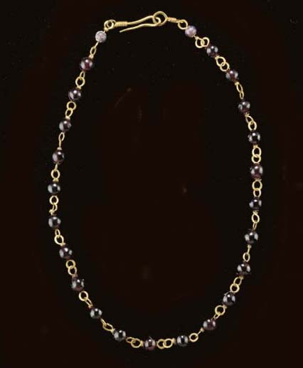 A ROMAN GOLD, GLASS AND GARNET