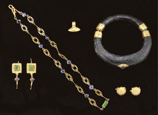 A SUITE OF ROMAN GOLD JEWELRY