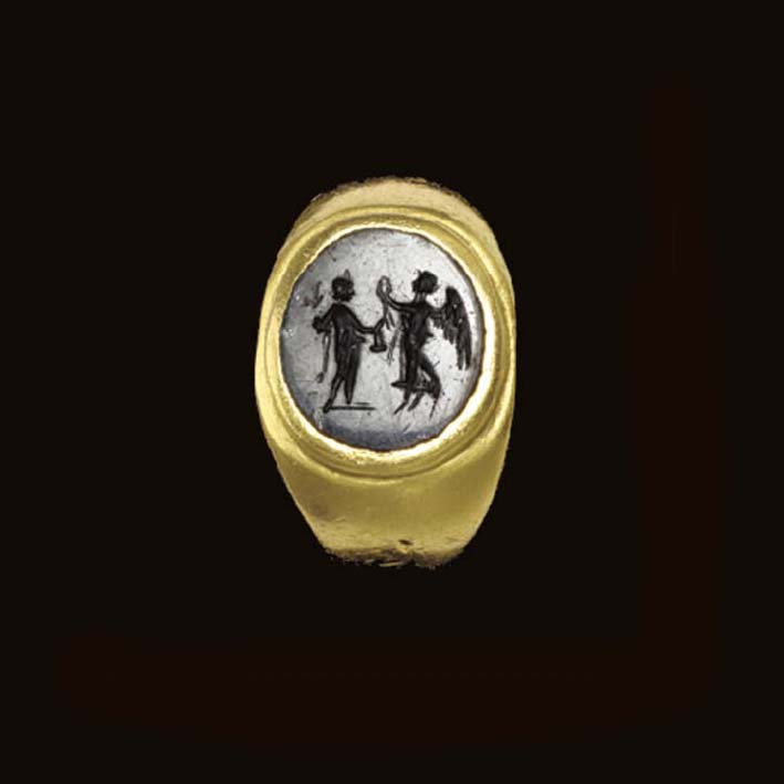 A ROMAN GOLD AND ONYX FINGER R