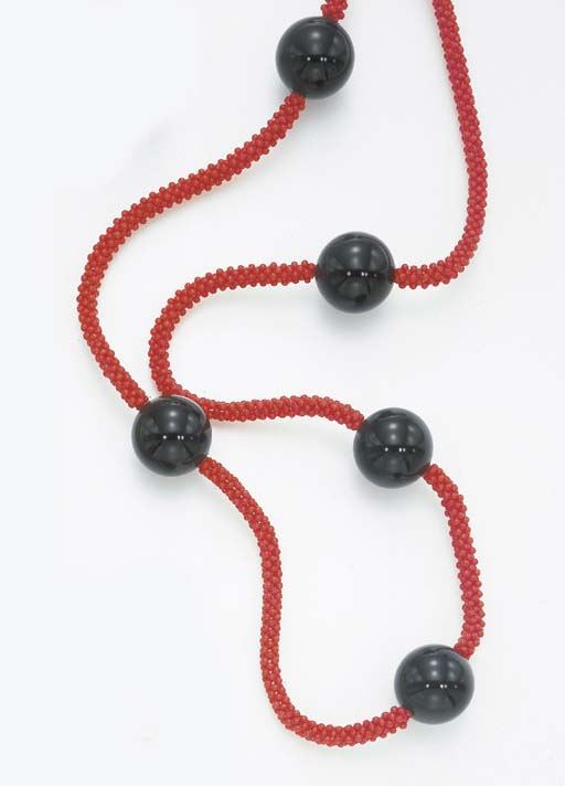 **A CORAL AND ONYX LONGCHAIN N