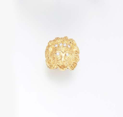 A DIAMOND AND GOLD LION HEAD R