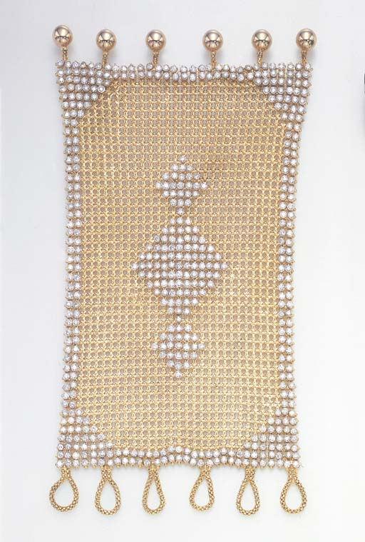 A STYLISH GOLD MESH AND DIAMON