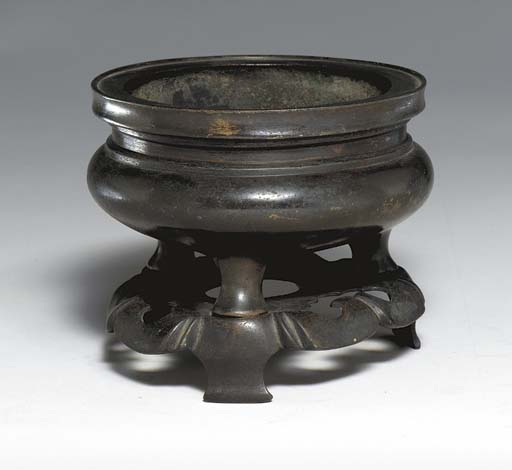 A BRONZE TRIPOD CENSER AND STA