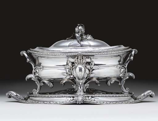 A FINE GEORGE III SILVER SOUP