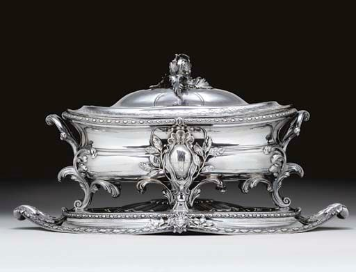 A FINE GEORGE III SILVER SOUP
