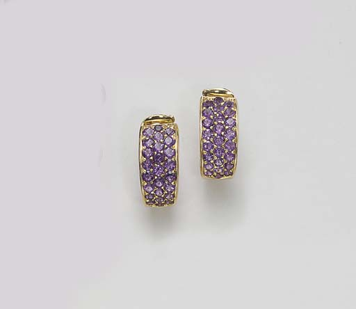 A PAIR OF PURPLE SAPPHIRE EAR