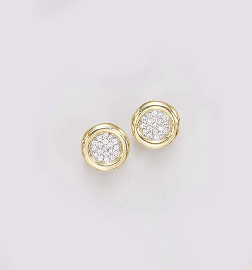 A PAIR OF GOLD AND DIAMOND CUF
