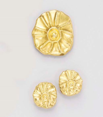 A SET OF GOLD JEWELRY, BY ILIA