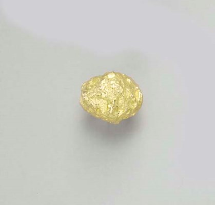 A SET OF GOLD JEWELRY