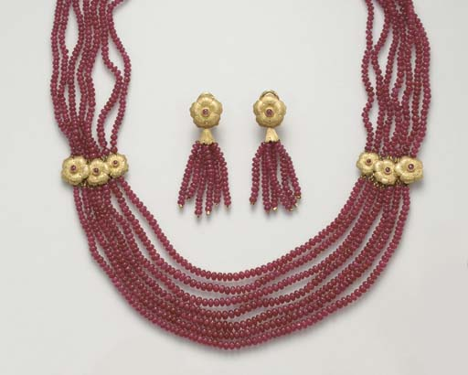 A SUITE OF RUBY AND GOLD JEWEL