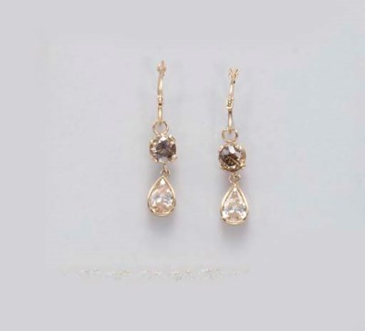 A PAIR OF COLORED DIAMOND EAR