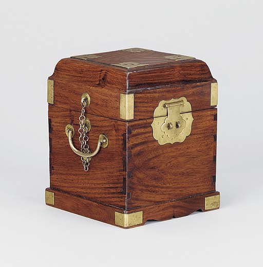 A HUANGHUALI SQUARE SEAL BOX,