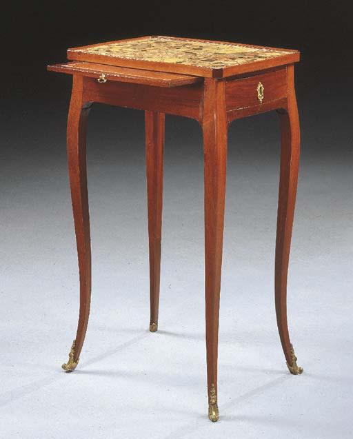 TABLE A CAFE D'EPOQUE LOUIS XV