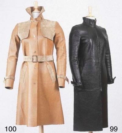 Manteau droit, zippé en cuir n