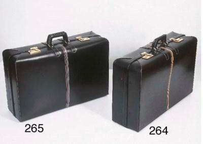 Valise rigide, en cuir noir, o
