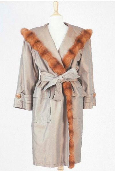 Manteau ceinturé, à capuche,