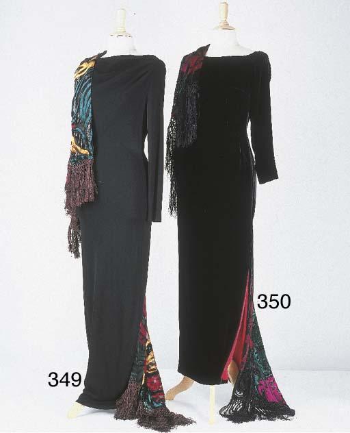Robe longue, en velours noir,