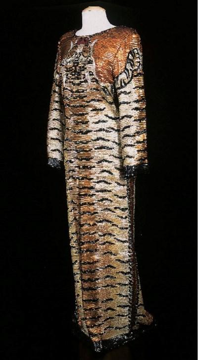 Robe longue montante, à manche