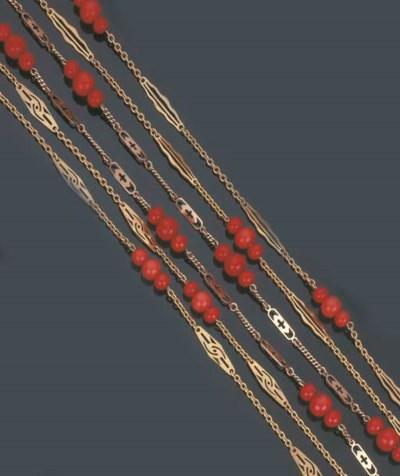 Tre lunghe collane in oro e co