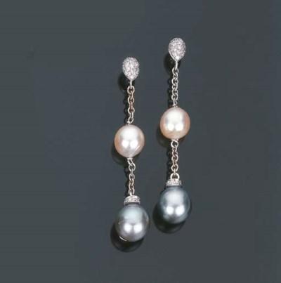 Paio di orecchini con perle e