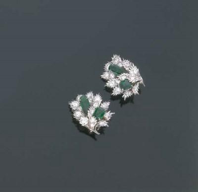 Paio di orecchini con smeraldi