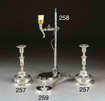 Lampada da tavolo in argento,