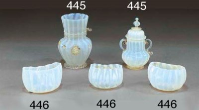 TRE BOWLS DI A FORMA OVOIDALE
