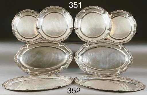 Due coppie di piatti da portat