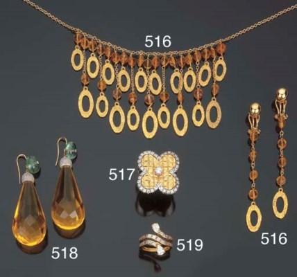 Paio di orecchini in ambra