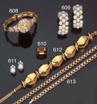 Paio di orecchini in perle col