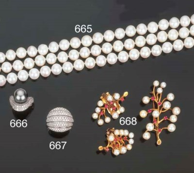 Collana in perle coltivate e b