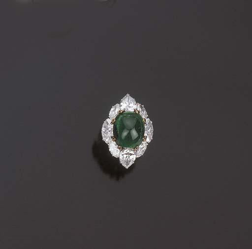 Anello con smeraldo cabochon e