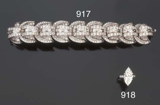 Anello con diamante taglio mar